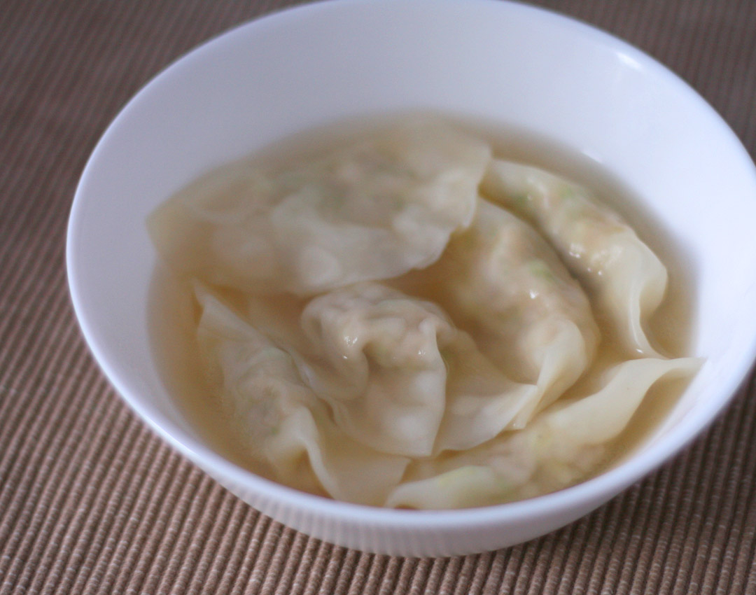 スープ水餃子