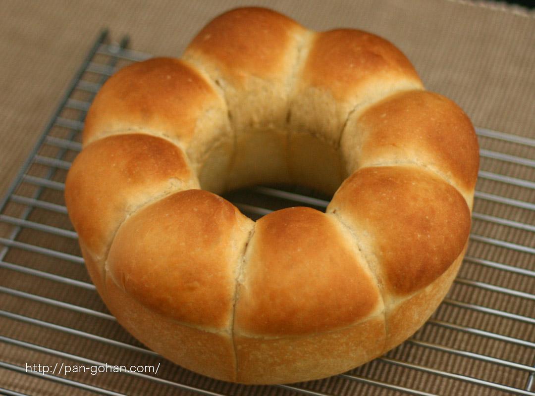 ホームベーカリーでこねて簡単!黒糖パン
